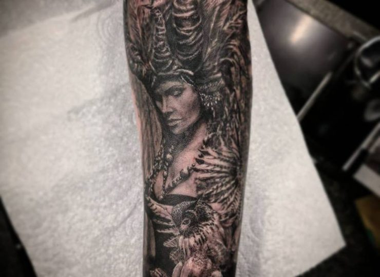portsmouth-ink-tattoo-studio-etgar-woman-feathers-owl