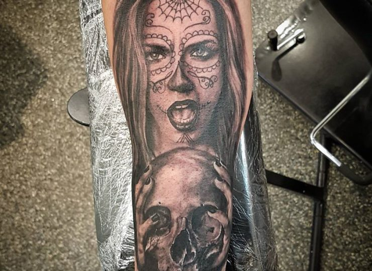 portsmouth-ink-tattoo-studio-etgar-woman-skull